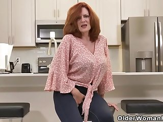 Florida milf Rebecca shows what'_s cooking in the kitchen