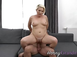 Old cougar riding and sucking dick