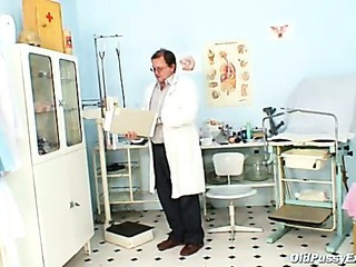 Mature Vladimira gets her pussy properly gyno examined by kinky gyno doctor